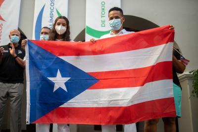 Con bandera en mano la delegación de Paralímpicos