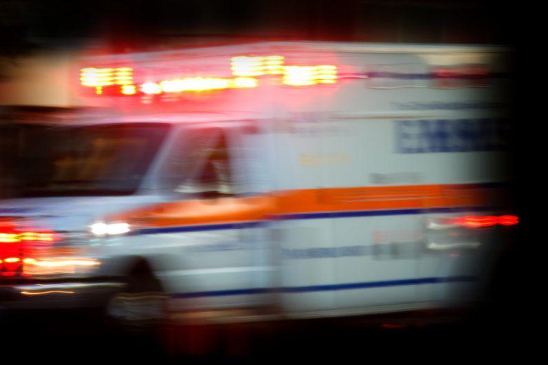 Mujer sufre heridas graves al ser arrollada por su propio vehículo