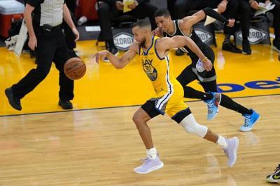 Curry bate un récord de la NBA