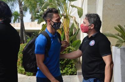 Llegan los jugadores del onceno boricua a suelo dominicano