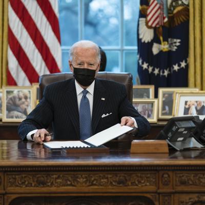 Biden revoca veto sobre personas transgénero en el ejército