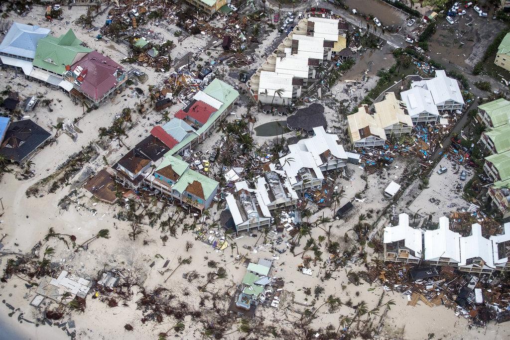 Cuba evacúa, Florida agota provisiones — Llega Irma