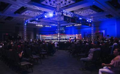Cruzan dedos para celebrar boxeo en diciembre
