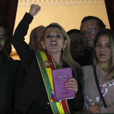 Presidenta de Boliva informa que tiene coronavirus