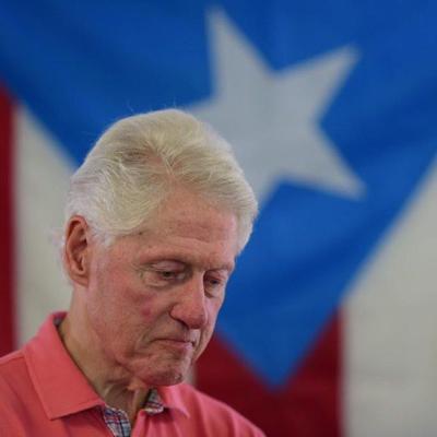 Clinton no endosa ninguno de los aspirantes demócrata