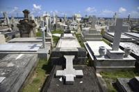 Alto el costo de morir en la Isla