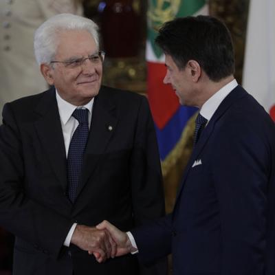 Renuncia el premier italiano Conte tras perder apoyo
