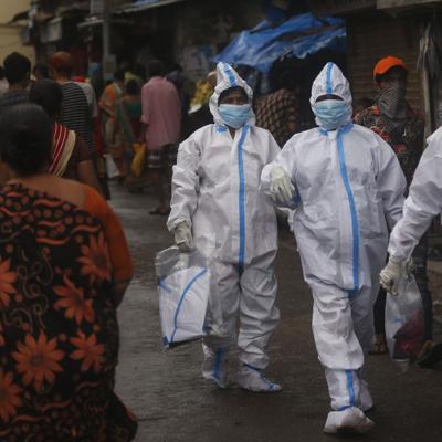 India reporta 53,601 casos nuevos de coronavirus en un día
