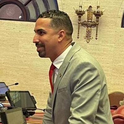 Senador Torres Berríos se reúne con ganaderos