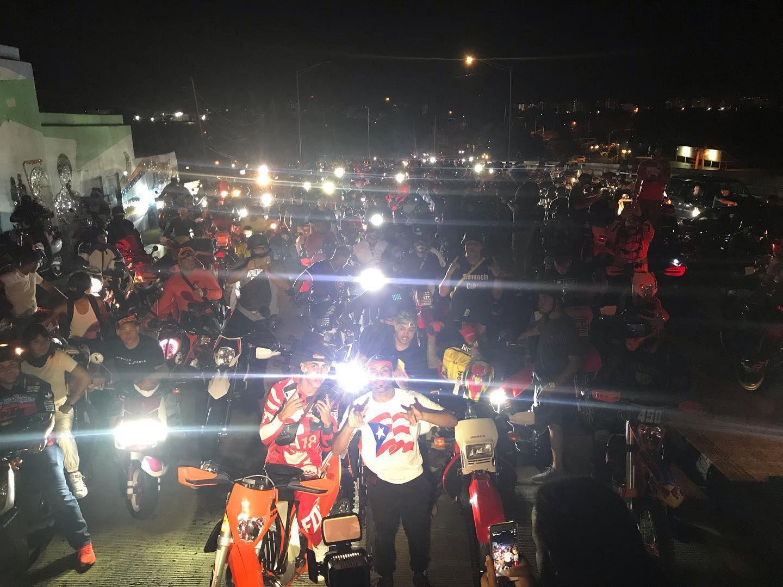 Miles de motociclistas se unen a protesta contra el gobernador