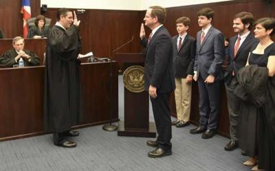 Juez Arias juramenta en ceremonia oficial