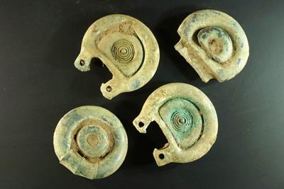 Cazador de tesoros halla piezas de 3,000 años en Escocia