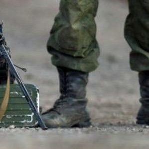 Soldados educan a estudiantes sobre primeros auxilios
