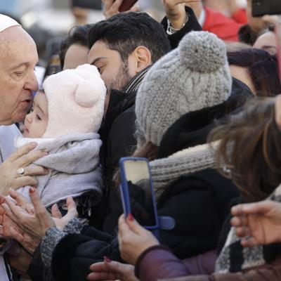 """El papa alerta contra planes """"injustos"""" para Oriente Medio"""