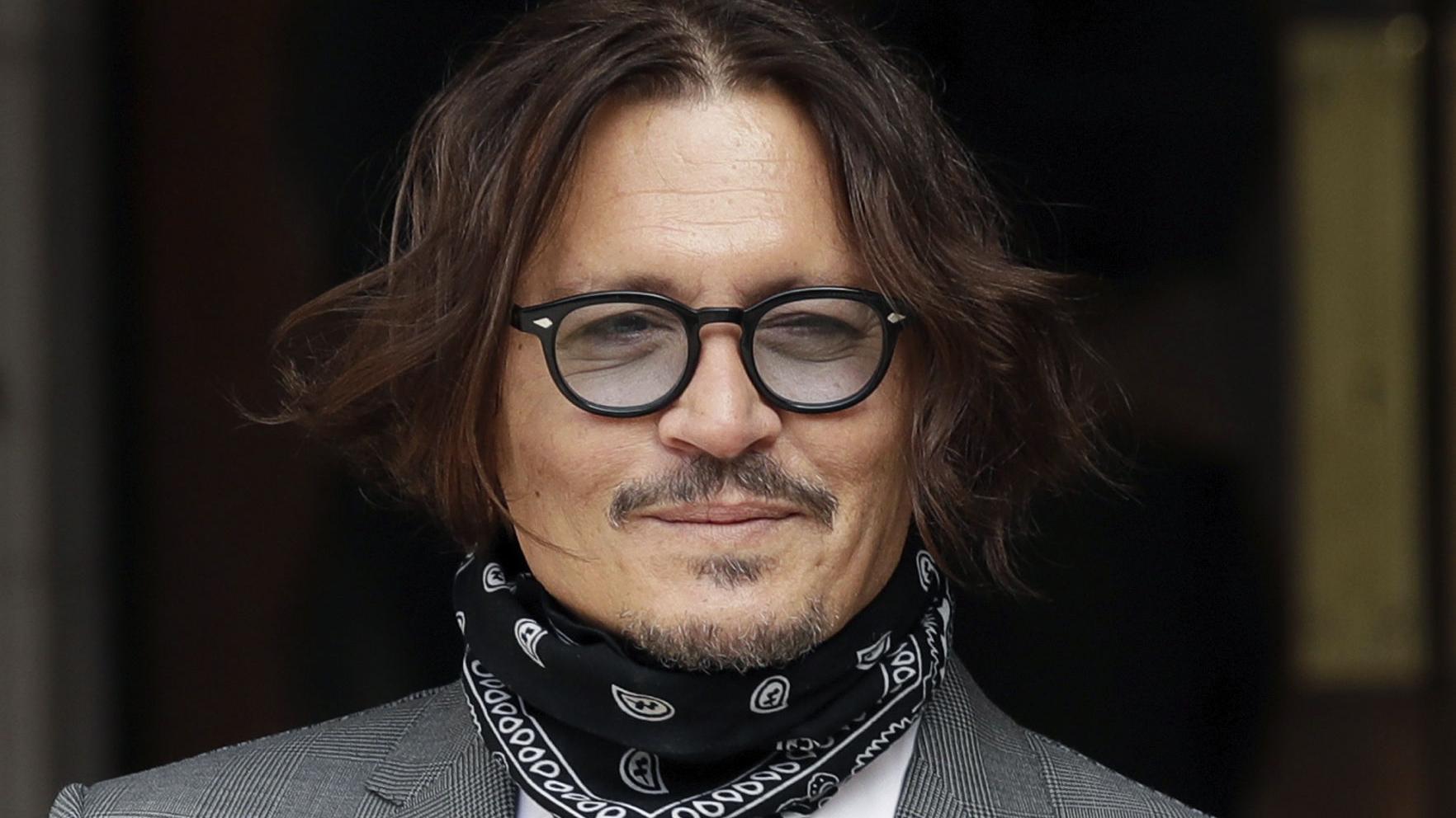 """En la corte, Depp dice que Heard le propinó un """"golpazo"""""""