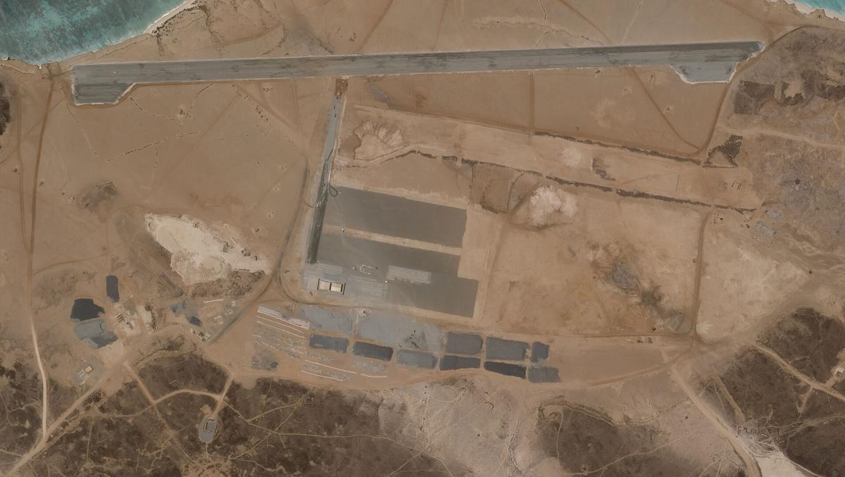 La misteriosa base aérea que nadie se atribuye en una Isla volcánica 60aebed417ad6.image