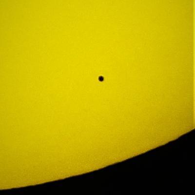Captan desde la Isla a Mercurio pasando frente al Sol