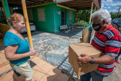 ADSEF distribuye alimentos a familias afectadas por tormenta Isaías