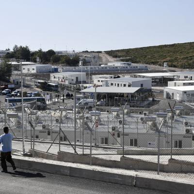 Grecia abre nuevo un campamento para migrantes en isla de Samos