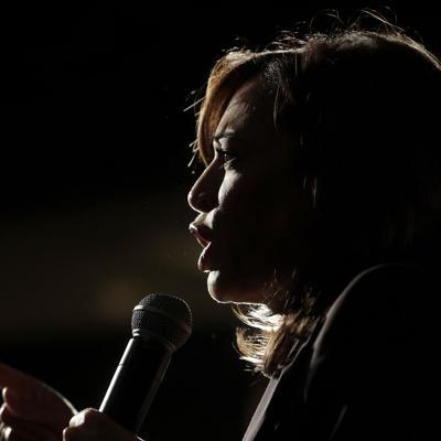 Denuncian sexismo en el debate sobre candidatas demócratas