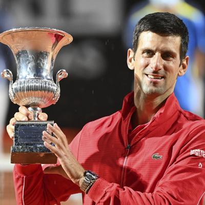 Novak Djokovic se corona en Roma