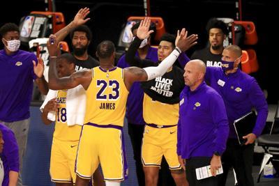 LeBron da triunfo a Lakers