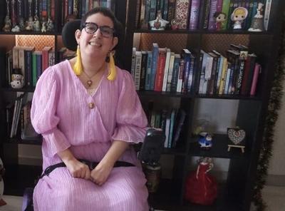 Escritora con perlesía cerebral publica su primer libro