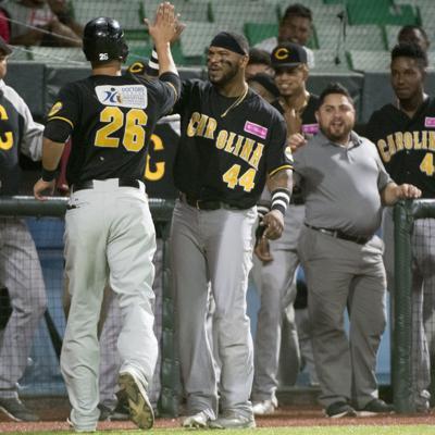 Carolina frena a Santurce en beisbol de Puerto Rico