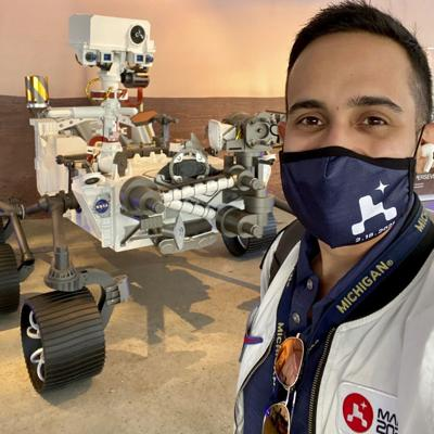 Ingeniero ecuatoriano-boricua festeja exitosa misión a Marte