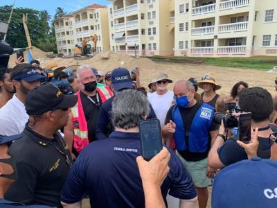 """""""El terror se ha apoderado de todos los residentes de Sol y Playa"""": manifestantes tumban la pared en construcción en el condominio"""