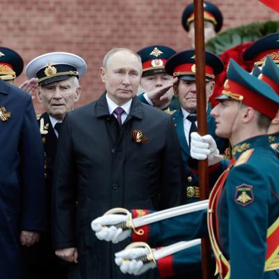 Putin alerta en un desfile de la persistencia de ideas nazis