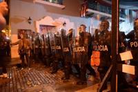 Lanzan gases a manifestantes en La Fortaleza