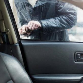 Investigan posible conexión entre dos hurtos de vehículos en Carolina