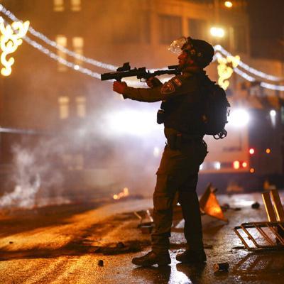 Policías chocan con manifestantes palestinos en Jerusalén