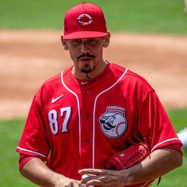 Cincinnati sube al pitcher boricua José De León