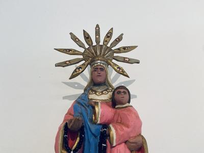 Resaltan la talla de santos en una exposición de arte