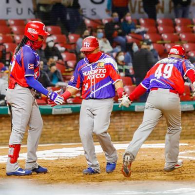 Criollos firman al receptor Juan Centeno