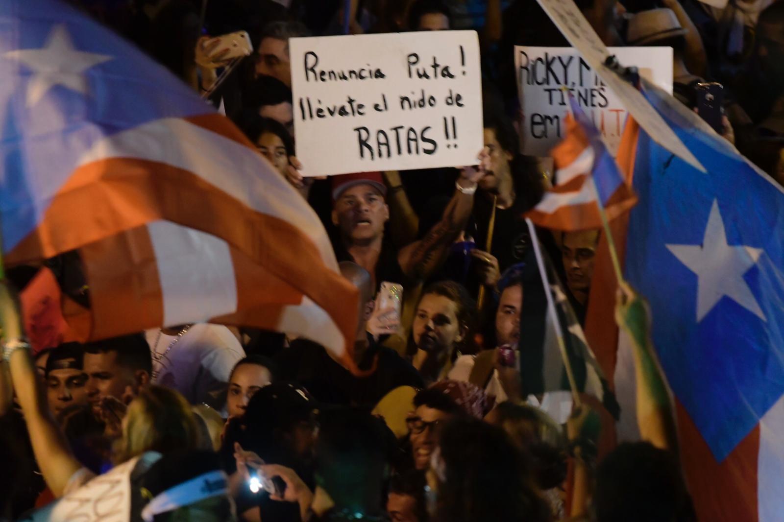 Ciclistas llegan a La Fortaleza para exigir salida de Rosselló