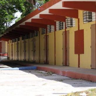 Escalan escuela en Caguas