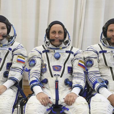 Llegan del espacio una actriz y un director de cine que filmaron la primera película fuera de la Tierra