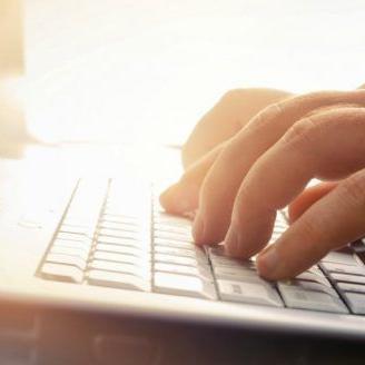 Más de 3,000 estudiantes de escuela superior se matriculan en cursos en línea
