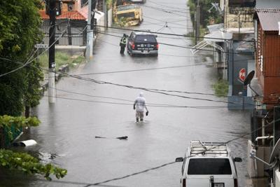 Tormenta Isaías provoca inundaciones en su paso al sur de lsla