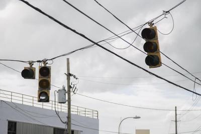 Denuncian semáforos sin reparar desde María