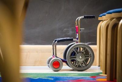 Madre mantiene a hija incapacitada en silla de ruedas por seis años