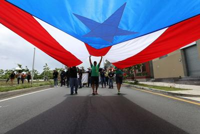 manifestación 1 mayo bandera Puerto Rico