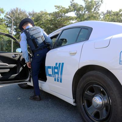 Tres hombres armados le roban la guagua a mujer en San Juan