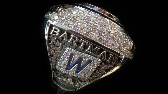 Cachorros dan anillo de Serie Mundial a Steve Bartman