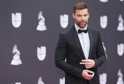 Reina la elegancia en alfombra roja del Latin Grammy