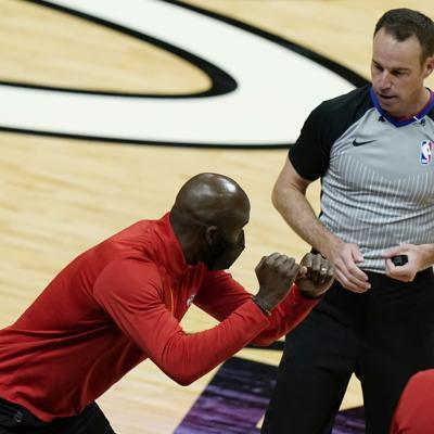 Hawks de Atlanta despiden a su dirigente