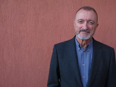 Arturo Pérez-Reverte y su Línea de fuego
